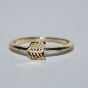 Beautiful gold arrow ring size 3.5